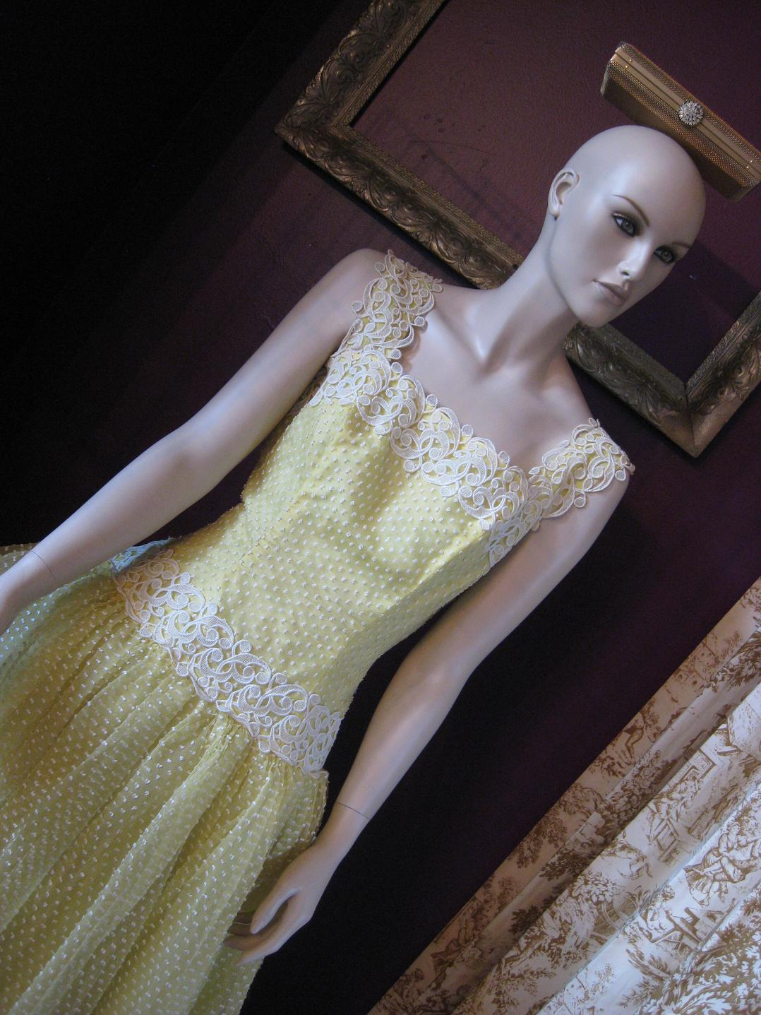 minx_yellow_dress