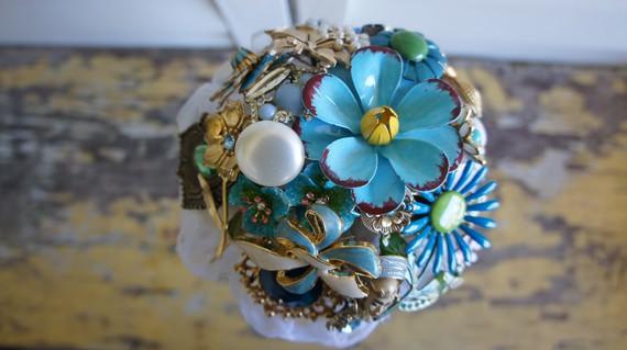brooch_bouquet