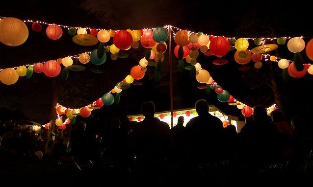 Feast_lanterns_at_night