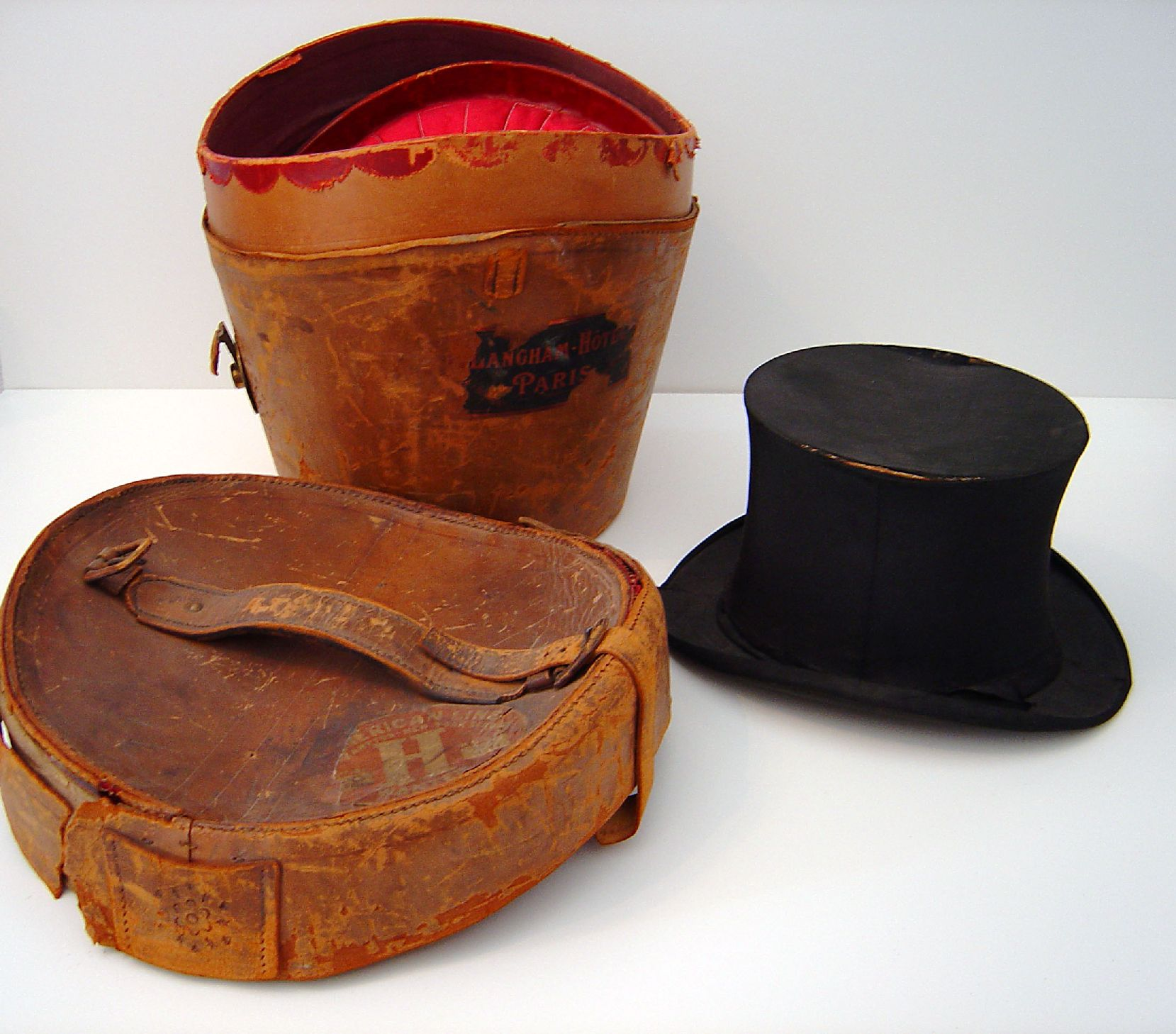 769_top_hat_and_case_3-sm